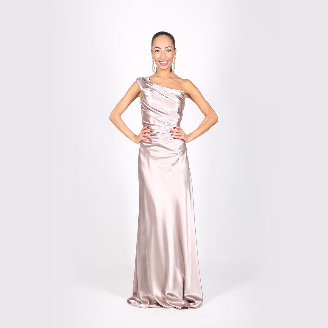 51c7d6622055 Bledo-ružové saténové šaty nariasené na jedno rameno