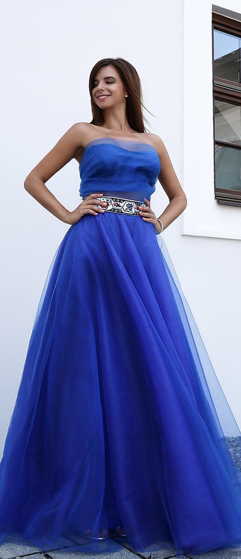 Modré šaty so širokou tylovou sukňou