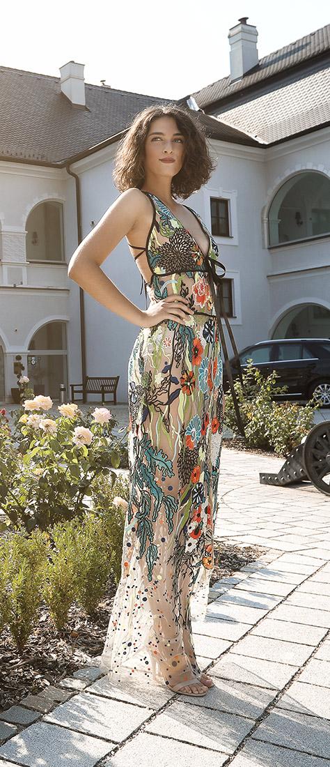 Farebné kvetové šaty na ramienka
