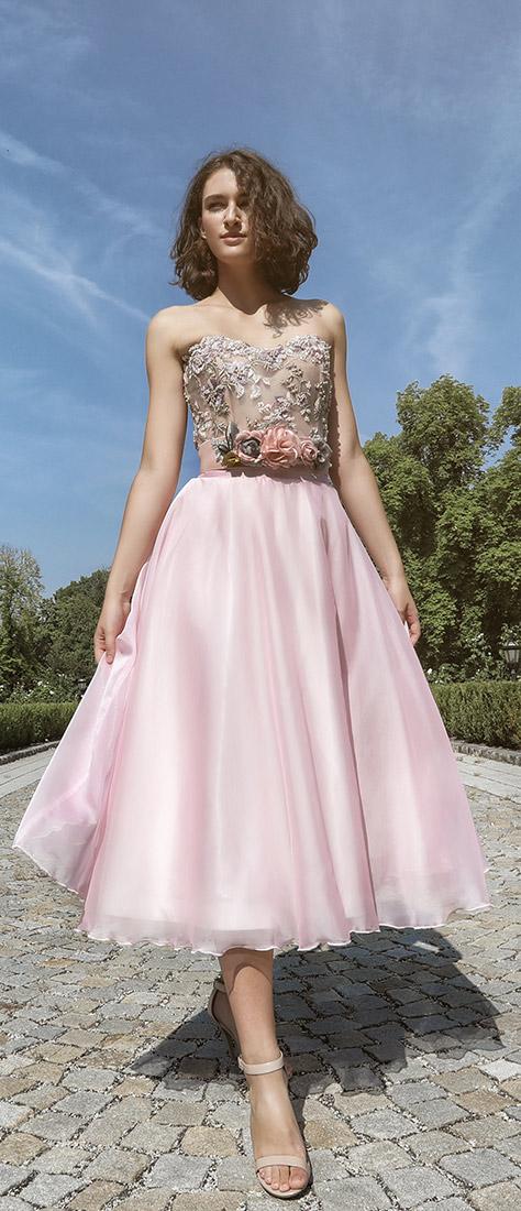 Dvojdielne krátke ružové šaty s vyšívaným korzetom