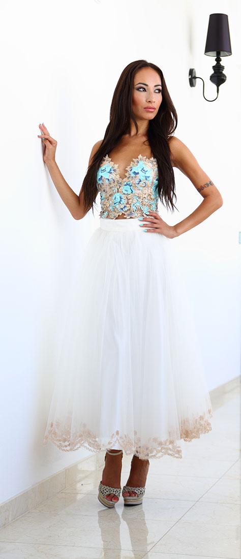 Dvojdielne biele šaty s tylovou vyšívanou sukňou a vyšívaným topom na ramienka