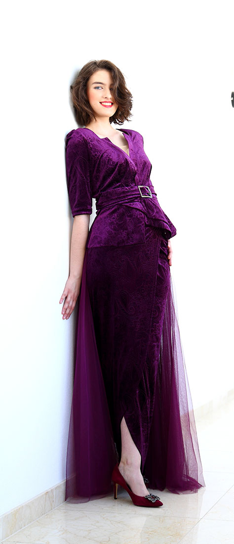 Dvojdielne šaty zo fialového zamatu s rukávom