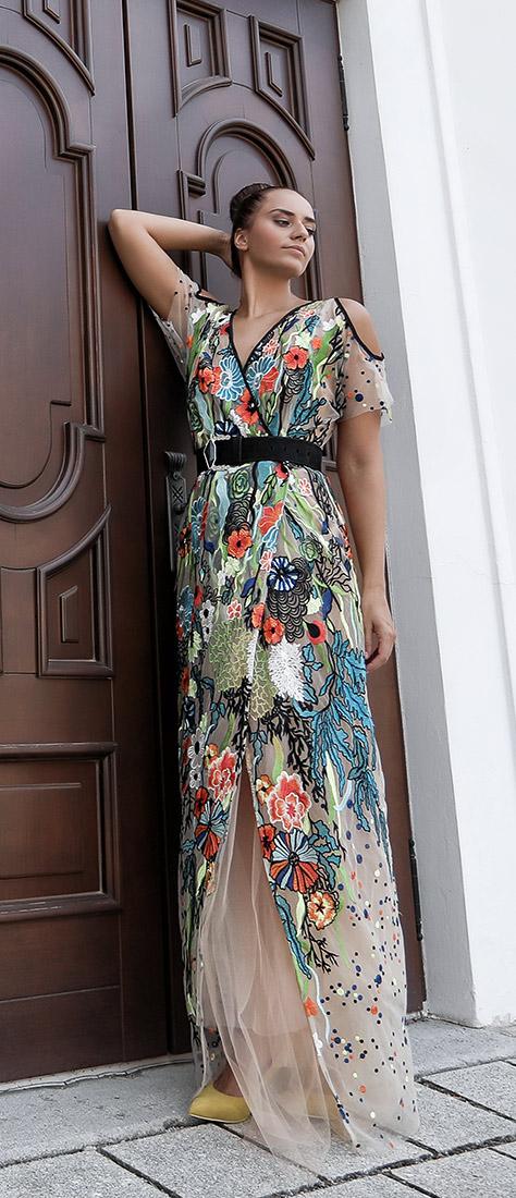 Zavinovacie šaty s farebnými kvetmi