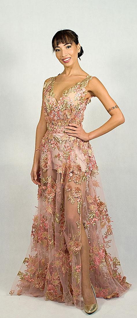 Jemné 3D krajkové šaty s veľkou kruhovou sukňou s rozparkom a vrchným dielom body