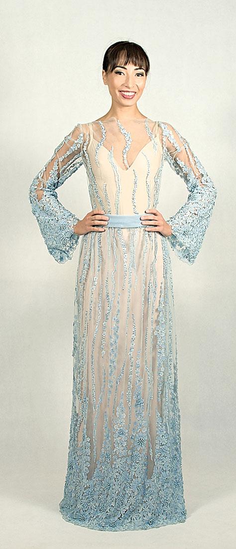 Romantické bledo-modré šaty s 3D krajkou a perličkami