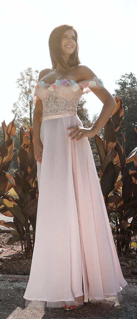 Dvojdielne ružové šaty s dlhou sukňou a korzetom